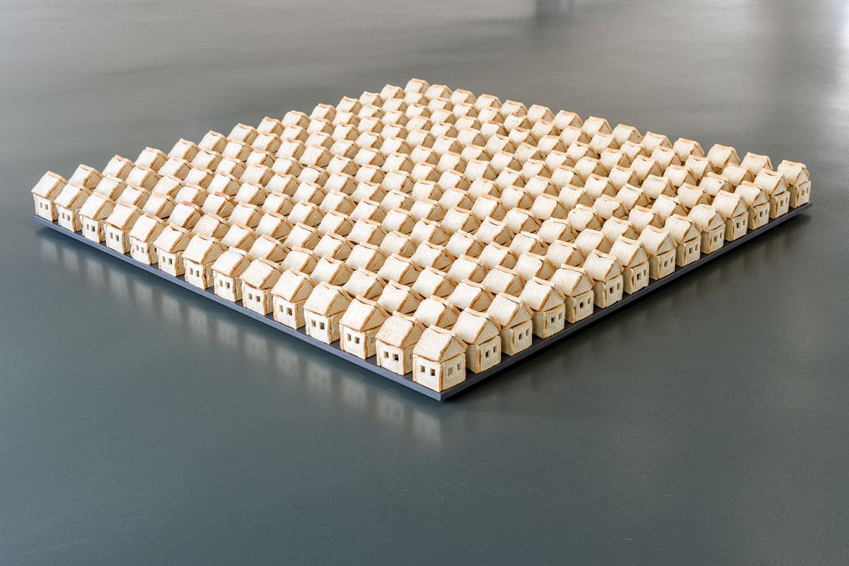 Untitled VIII, 2016, Toast, Pins, 200 X 200 X 16 Cm, Kunstmuseum Mülheim An Der Ruhr